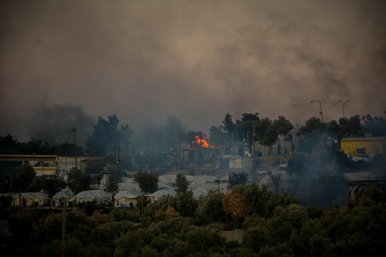 (国际)(1)希腊最大难民营发生火灾 数(4071174)-20200913215250.JPG