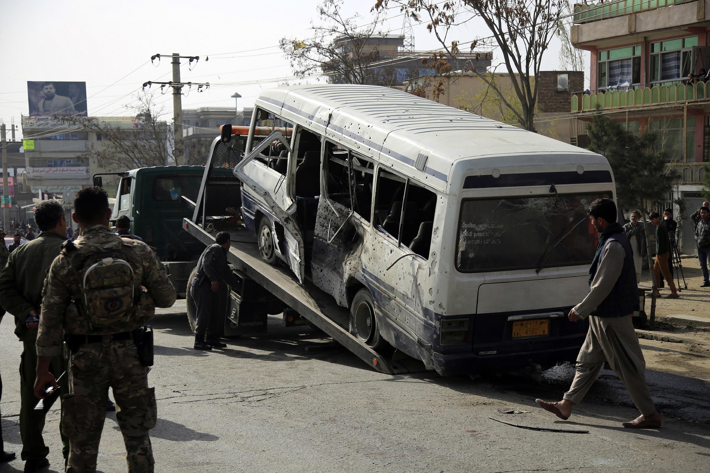 (外代一线)(3)阿富汗首都一政府班车遭(4582599)-20210322185223.JPG